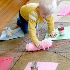 เชื่อมสีกระดาษ กับไหมพรมเส้นยาว