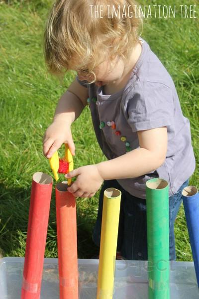 รูป 4 สอนเด็กแยกสี จากปอมๆสีสดใส