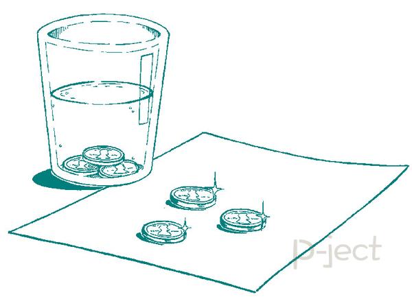 รูป 2 ทำการทดลองวิทย์แบบง่ายๆ เหรียญลวงตา