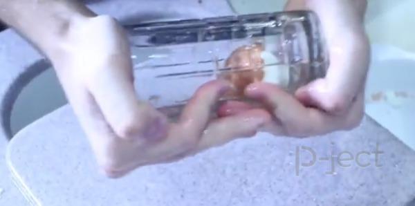 วิธีแกะเปลือกไข่ โดยใช้แก้ว
