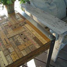 โต๊ะทำงานเก่าๆ นำกลับมาใช้ใหม่ ตกแต่งไม้บรรทัด