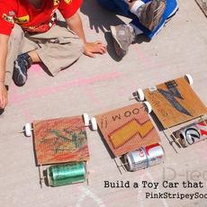 รถของเล่น ทำจากกระป๋อง และกระดาษลัง