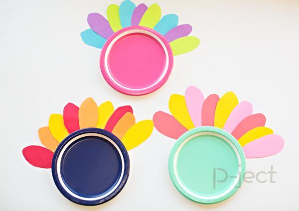 รูป 2 สื่อการสอนสนุกๆ ทำจากจานพลาสติกสีสด