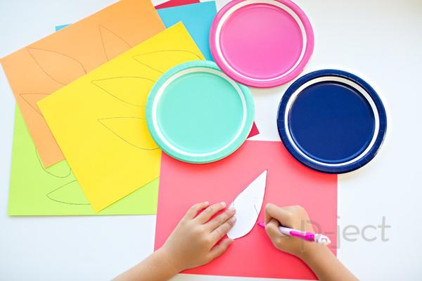 รูป 4 สื่อการสอนสนุกๆ ทำจากจานพลาสติกสีสด