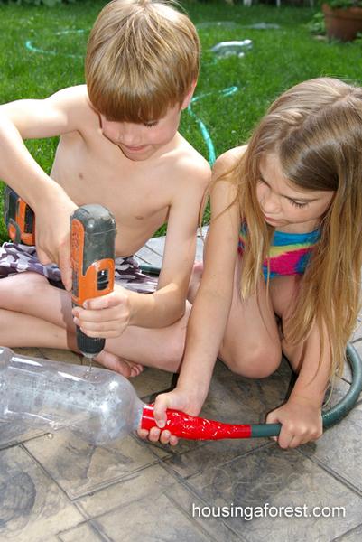 รูป 3 ทำของเล่นสนุกๆ จากขวดพลาสติก