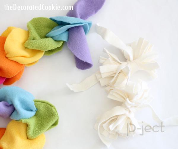 รูป 2 ผ้าพันคอทำเองแบบง่ายๆ จากผ้านิ่มๆ ไม่ใช้จักรเย็บผ้า