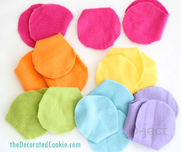 รูป 5 ผ้าพันคอทำเองแบบง่ายๆ จากผ้านิ่มๆ ไม่ใช้จักรเย็บผ้า