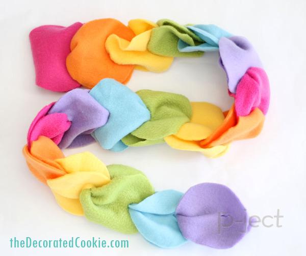 รูป 7 ผ้าพันคอทำเองแบบง่ายๆ จากผ้านิ่มๆ ไม่ใช้จักรเย็บผ้า