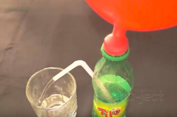 รูป 6 สังเกตแรงดัน จากลูกโป่ง และขวดน้ำ (ทดลองแบบง่ายๆ)