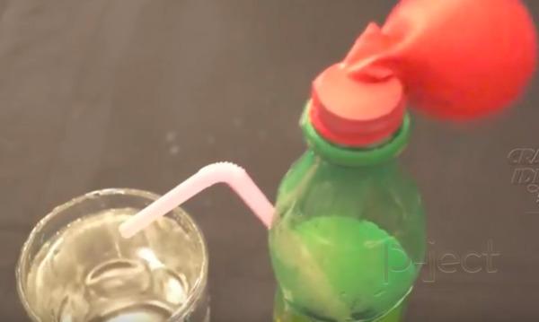 รูป 7 สังเกตแรงดัน จากลูกโป่ง และขวดน้ำ (ทดลองแบบง่ายๆ)