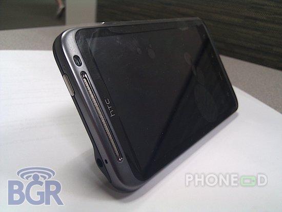 รูป 5 มือถือ HTC ใหม่ ระบบ Android มากับคีย์บอร์ดและจอสัมผัส