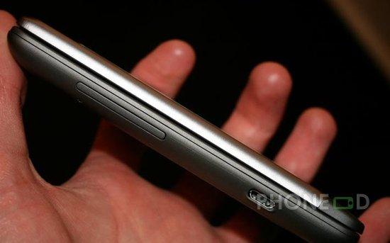 รูป 7 โทรศัพท์ HTC Desire Z