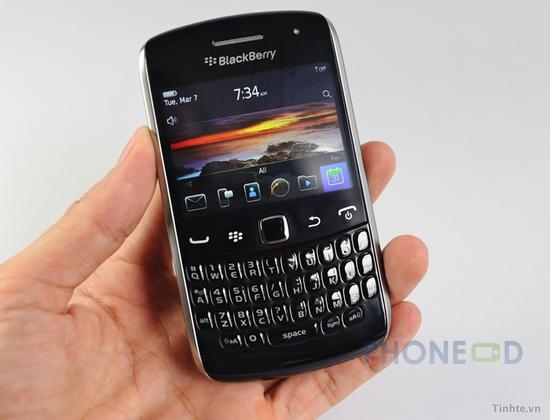 รูป 2 ภาพถ่ายมือถือใหม่ Blackberry Curve 9370