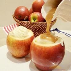 ของหวานแปลกๆ แอปเปิ้ลสุกสอดใส้ไอศครีมราดคาราเมล