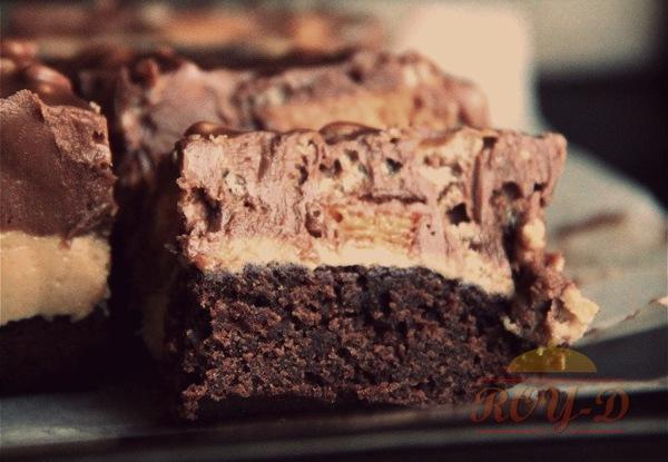 รูป 3 บราวนี่ช็อคโกแลตหน้าช็อคโกแลตเนยถั่วกับ Snickers