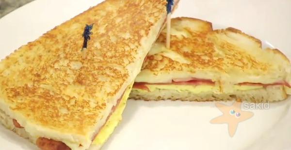 รูป 1 อาหารเช้า อร่อยๆ ขนมปัง ไข่ ชีท เบคอน