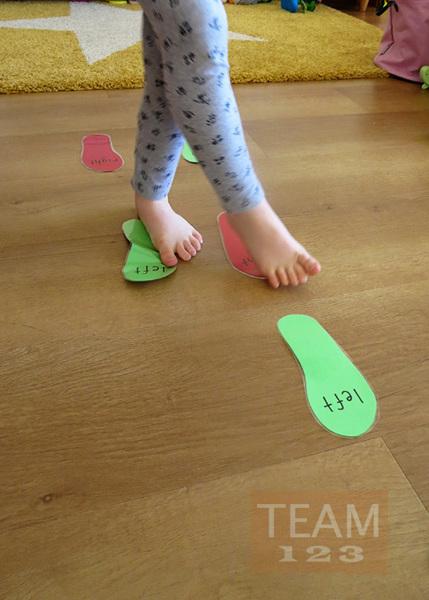 รูป 5 เดินซ้าย หรือ เดินขวา ตามรอยเท้า (เกมส์ในร่ม)