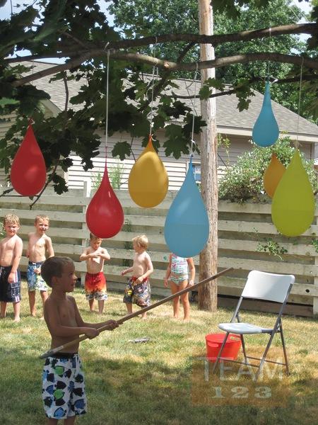 รูป 1 ตีลูกโป่งน้ำ กิจกรรมสนุกๆ