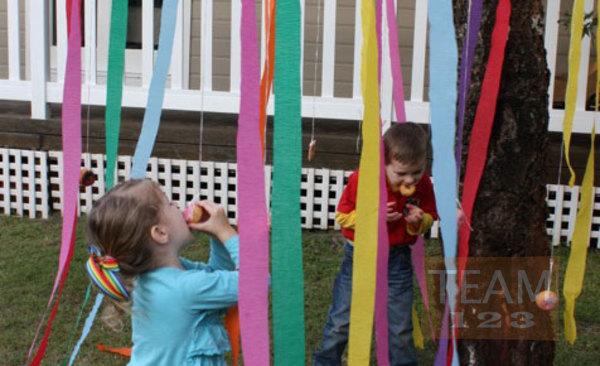 รูป 1 แข่งกินโดนัท เกมส์ปาร์ตี้สนุกๆ