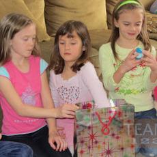 เกมส์คริสต์มาสสนุกๆ หาของขวัญ จากคำใบ้