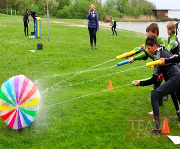 ยิงลูกบอลให้เคลื่อนที่ โดยใช้ปืนฉีดน้ำ (กิจกรรมสนุกๆ)