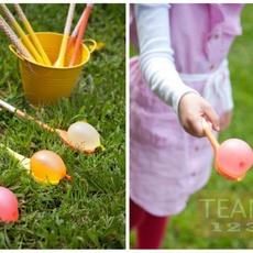 เกมส์ส่งลูกบอลน้ำ สนุกๆ ระหว่างทัพพีไม้